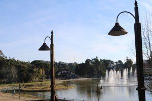 Lago Joaquina Rita Bier em uma tarde ensolarada em Gramado. Previsão do Tempo para a semana em Gramado