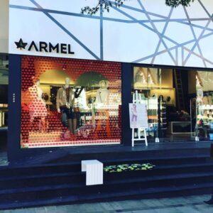 vitrine da loja Armel em Gramado