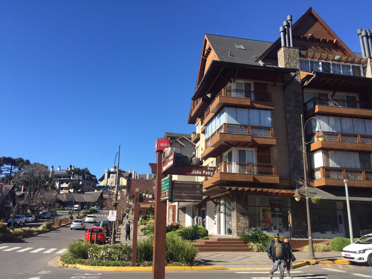 ruas de Gramado em um dia ensolarado