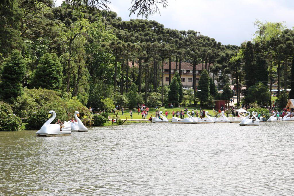 Lago Negro é um ótimo passeio para se fazer a dois ou em família, andar de padalinho e respirar o ar puro