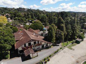 atraso no edital. foto do centro de cultura de gramado vista aérea